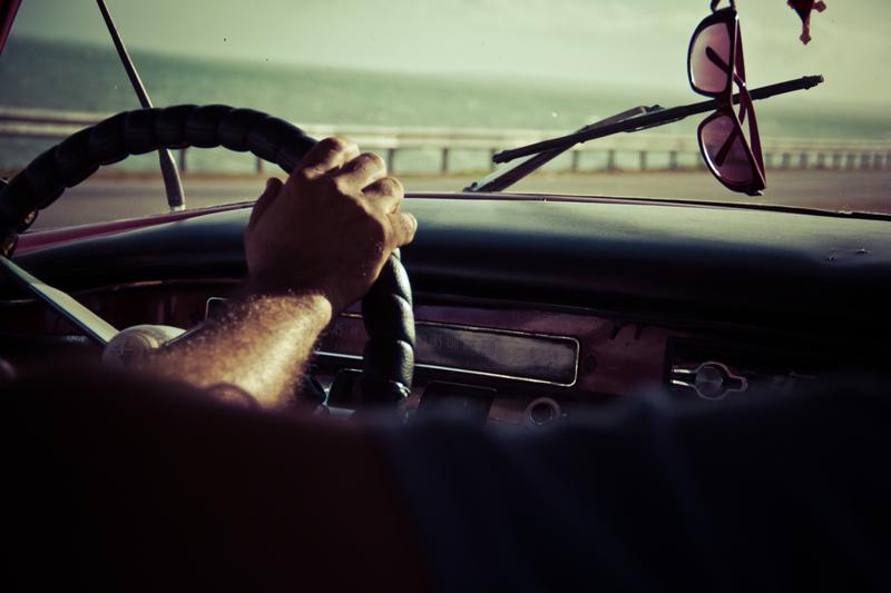 hand-light-car-window-glass-driving-108956-pxhere.com (1)