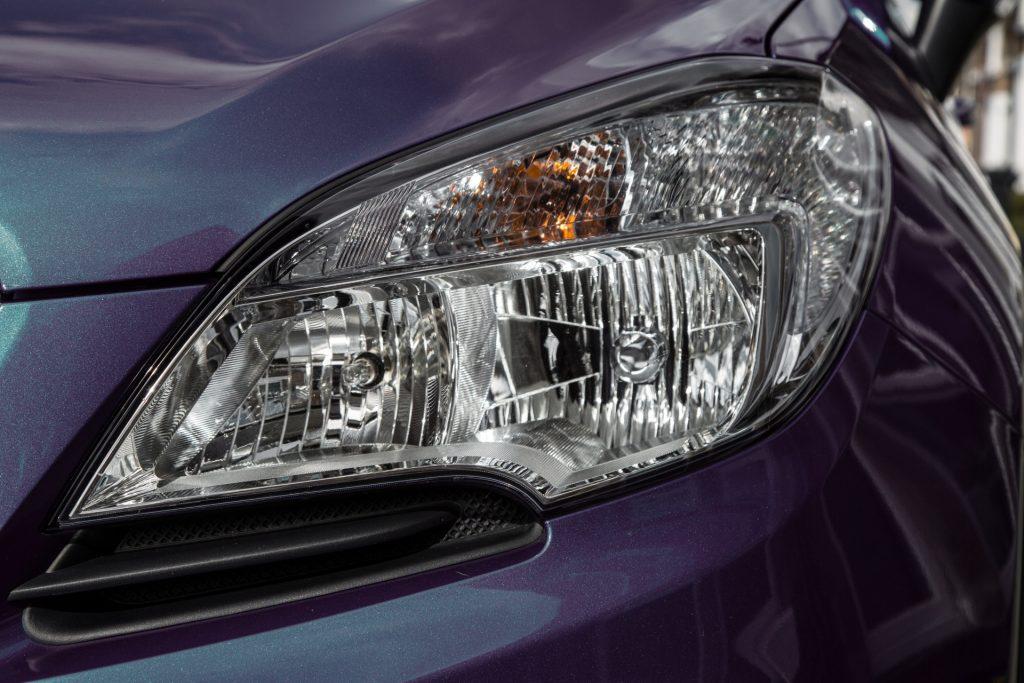headlights-of-car-1466173488X43