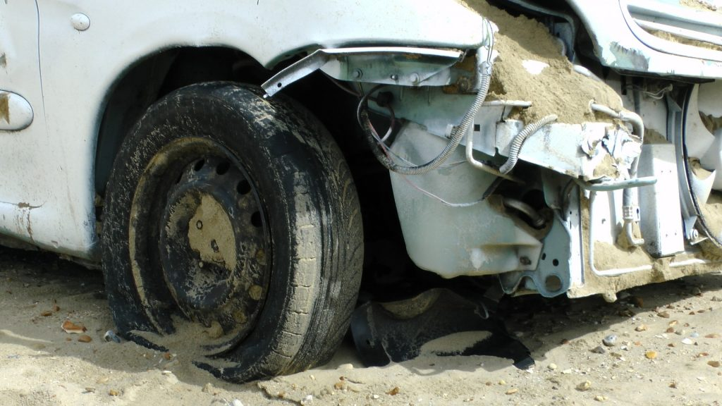 wrecked-smashed-car-14353568944Pg